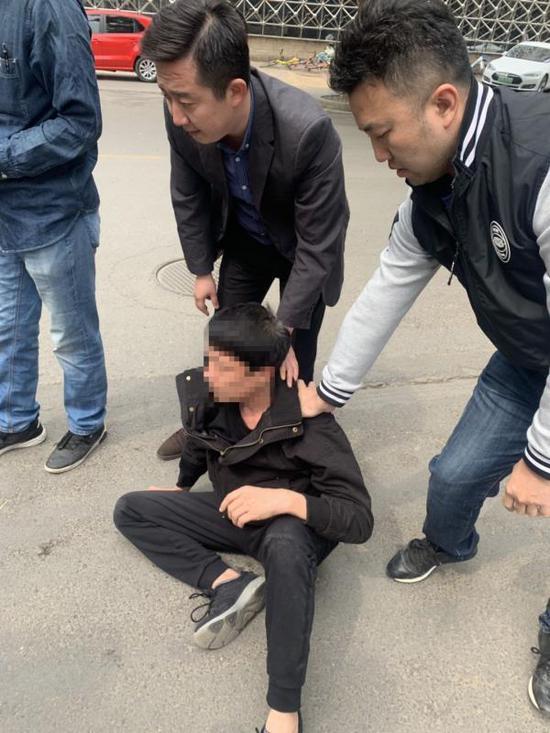 百万翡翠在珠宝展会上被盗 警方已将嫌疑人控制