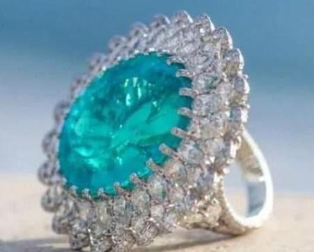 那一抹荧光质感的绿蓝色——帕拉伊巴碧玺