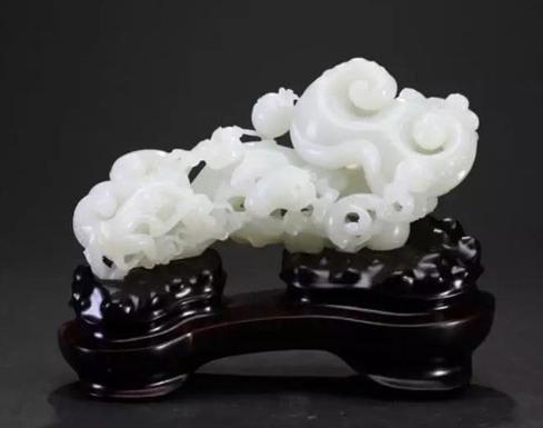 """""""玉龙奖""""获奖玉雕精品在2019上海国际珠宝首饰展览会展出"""