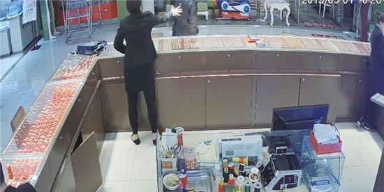 海阳一金店发生持刀抢劫案