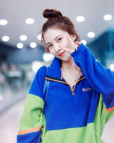 中国版泫雅宋妍霏机场街拍 是又瘦又美的小姐姐啦