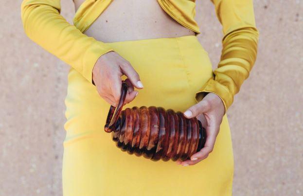 Cult Gaia全新款包包 Tortoise Hive Bag的别致造型