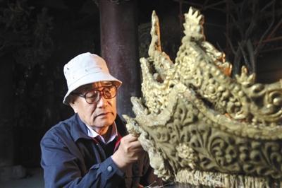 """李云鹤:""""行医""""63年的莫高窟的壁画修复师"""