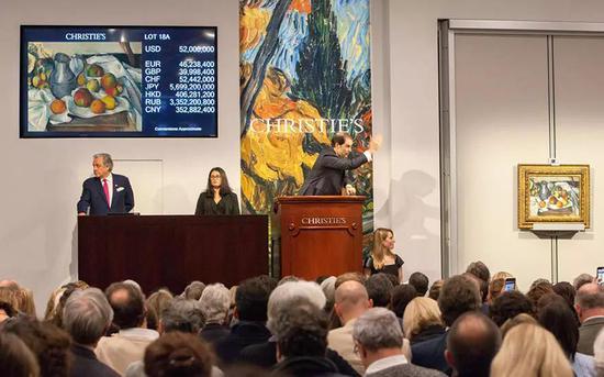 塞尚《水果与水壶》6,000万美元的成交价领衔佳士得纽约拍卖