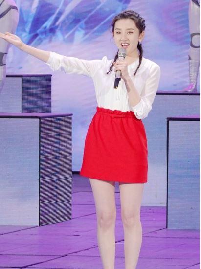 人见人爱的短裙来了 看明星示范如何穿搭