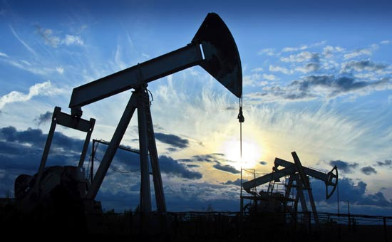 原油期货刷新前三个交易日高点 地缘政治VS贸易局势
