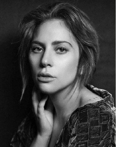 Lady Gaga反对反堕胎法案:这是一项无耻的行为
