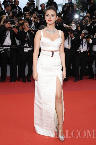 宝格丽全新Cinemagia高级珠宝相伴Selena Gomez出席戛纳电影节