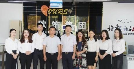 深圳市湖南珠宝商会一行人走访欧饰集团