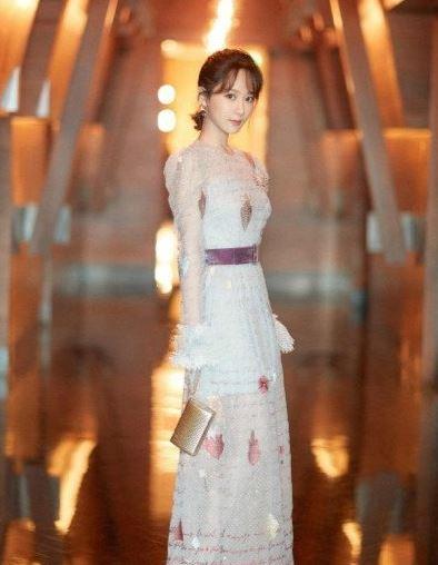 杨紫沈月撞衫 一个是女神一个却似普通小妹?