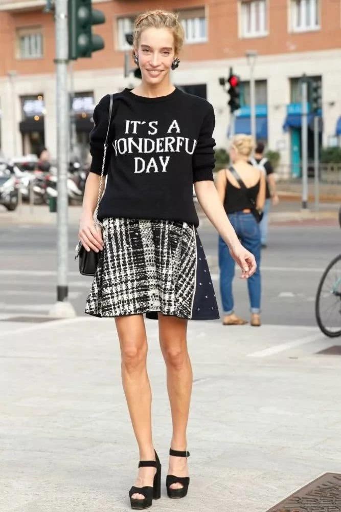 夏季穿衣搭配造型示范 TEE+花裙让你变幻多重风格
