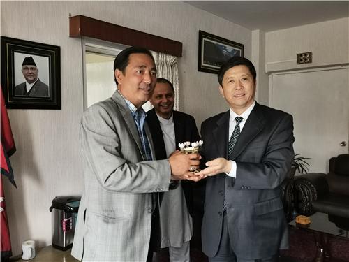 国家文物局副局长与尼泊尔文化、旅游与民航部国务部长巴哈杜·布