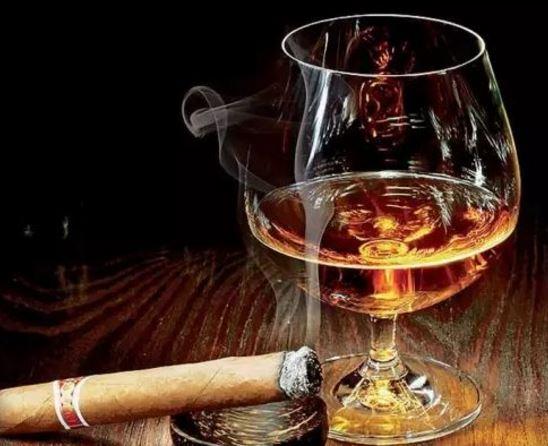 """世界排行榜上的4种名酒 中国有它撑腰""""酒鬼""""们都认可!"""