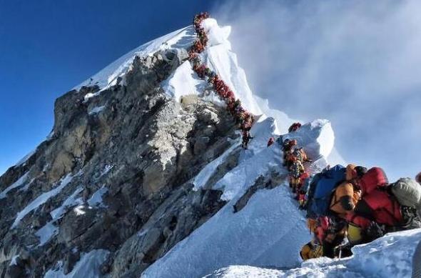 珠峰拥堵多人丧生 迄今已有14人死亡另有3人失踪