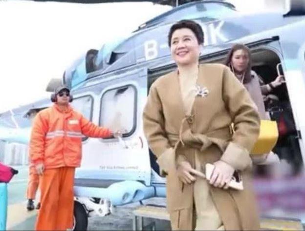 舞女出身嫁赌王 如今身价过百亿上下班坐私人直升机