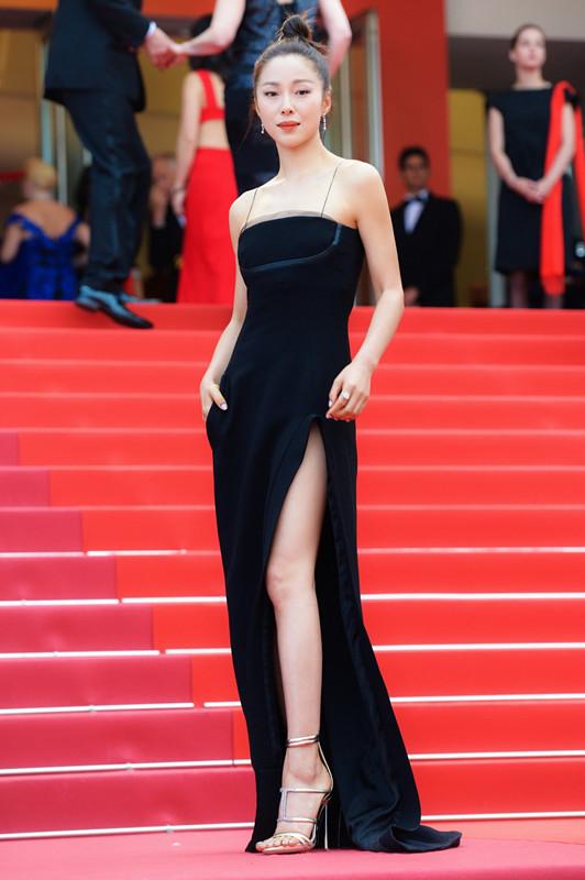 江一燕佩戴戴比尔斯出席《悲惨世界》首映红毯
