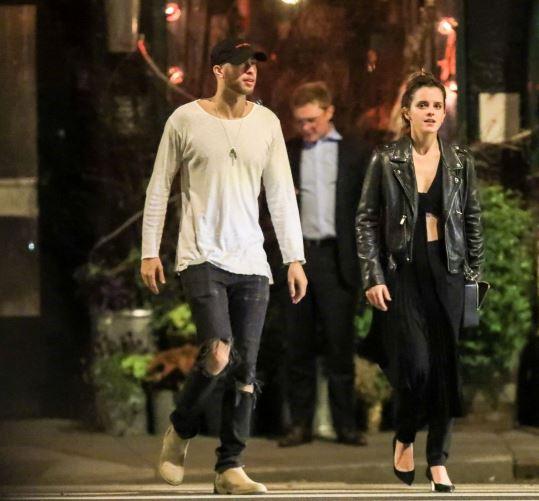 艾玛·沃特森黑色皮衣加性感内搭 与Alicia Keys弟弟约会