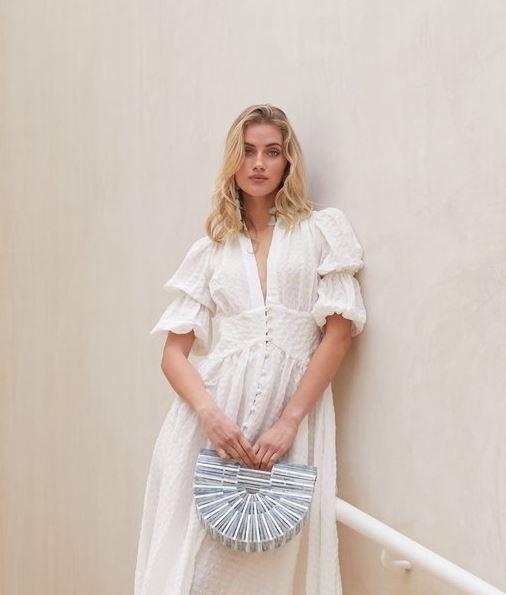 夏天之所以美好 穿上小白裙的你更迷人