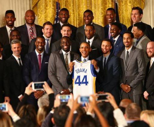 奥巴马NBA总决赛 不当总统变球迷助阵勇士