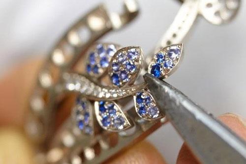 梵克雅宝打造5款全新仕女珠宝表