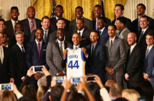 奥巴马现身NBA总决赛 这场总决赛的比赛可谓是举世瞩目