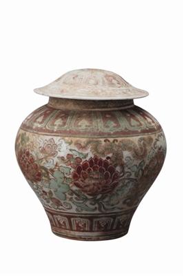 """上海博物馆推出""""灼烁重现:十五世纪中期景德镇瓷器大展"""""""