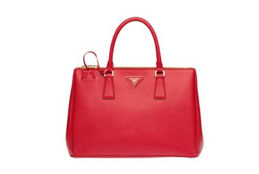 Prada在时尚界大放异彩三个系列的包包