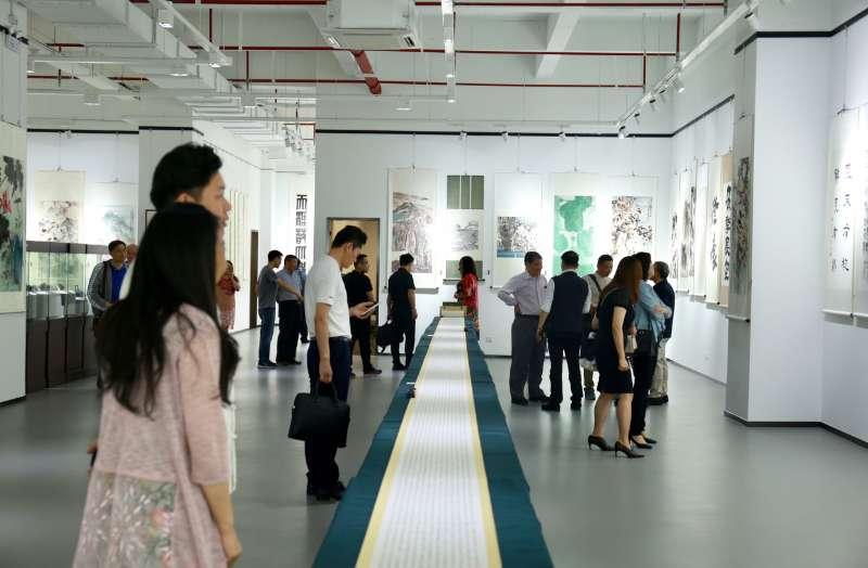 """""""伴月楼藏名家紫砂壶展""""亮相上海行知文化艺术中心"""