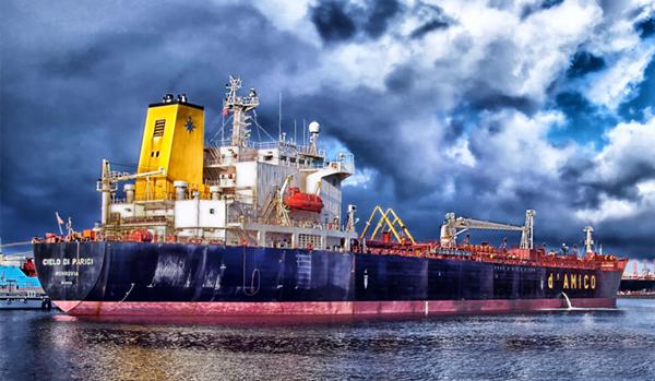 隔夜油价收涨逾2% 两艘油轮在阿曼湾遇袭引发市场担忧