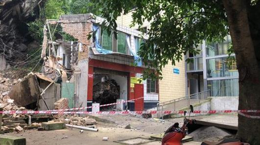 四川长宁首个地震宝宝出生 虽有余震但医护人员一直坚守岗位