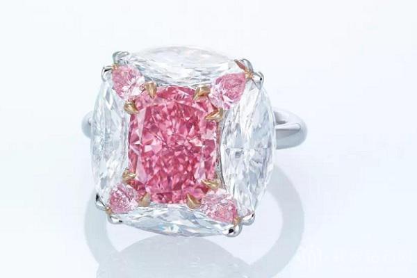 佳士得香港拍卖上的顶级粉钻戒指 以5882.5万港币落锤