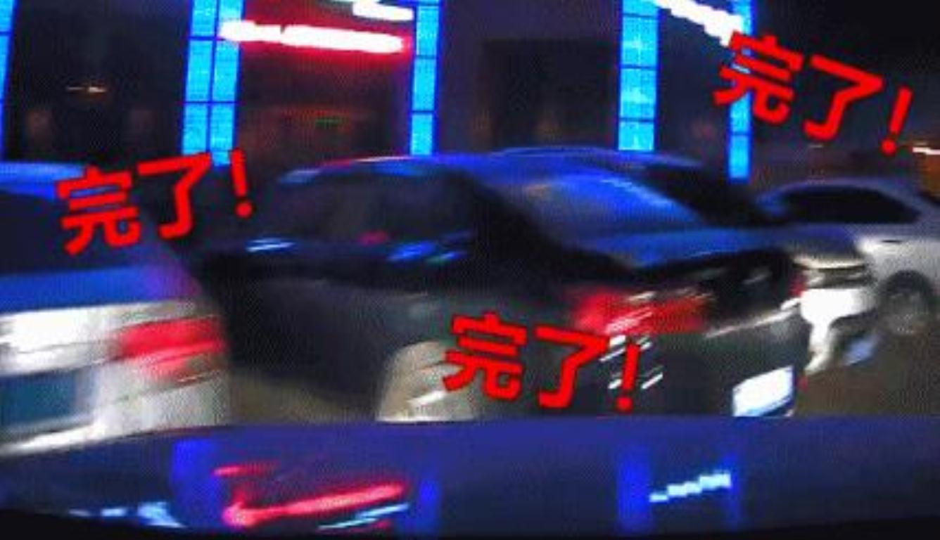 妻子起步连撞5车 坐在一旁的丈夫几乎吓到酒醒