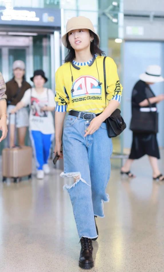张子枫的裤子真酷:左看是5分裤 右看是7分裤 正看又成9分裤