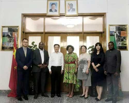 中宝协一行人拜访赞比亚驻华大使馆