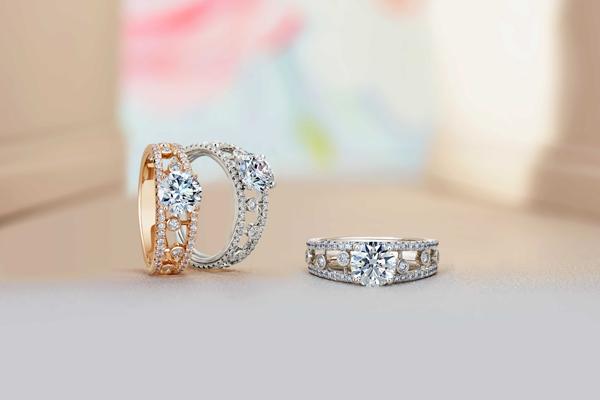 戴比尔斯Dewdrop订婚戒指在中国率先上市