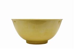 清代官窑黄釉碗鉴赏