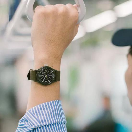 让人沦陷的手表 不再撞表!
