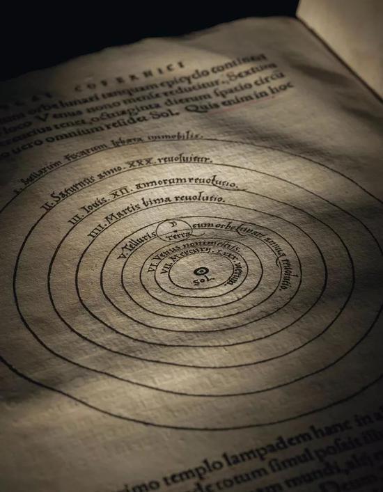 两本证明人类并非处于宇宙中心位置的科学著作将进行拍卖