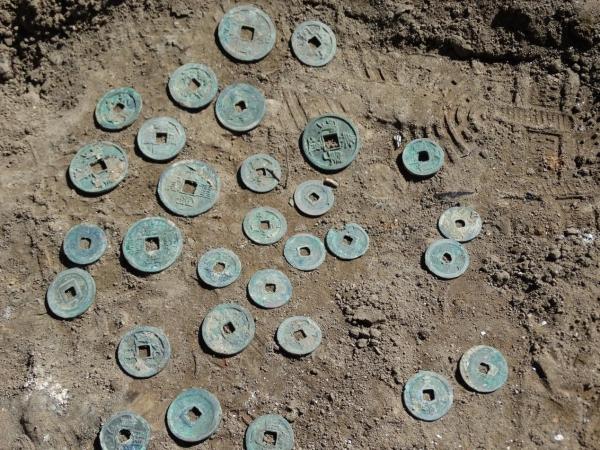 朔州市鄯阳街施工现场发现古钱币