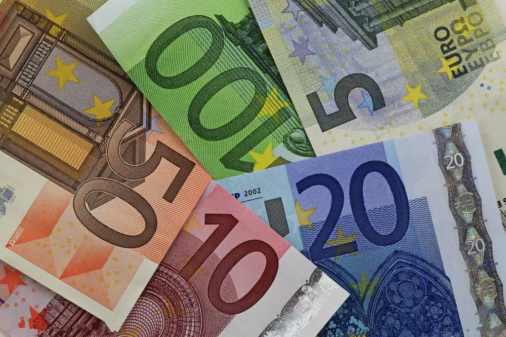 欧元应该在全球金融中与美元和人民币竞争