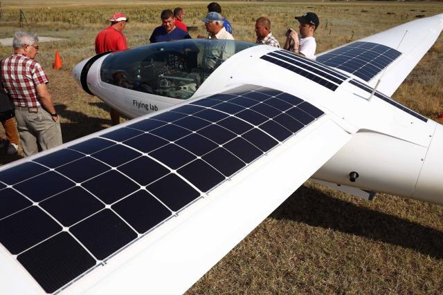 俄一太阳能电池飞机完成首次试验性飞