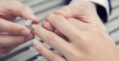 订婚戒指戴法