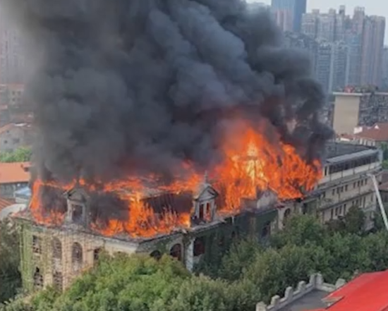 武汉江汉饭店失火 过火面积约500平方米