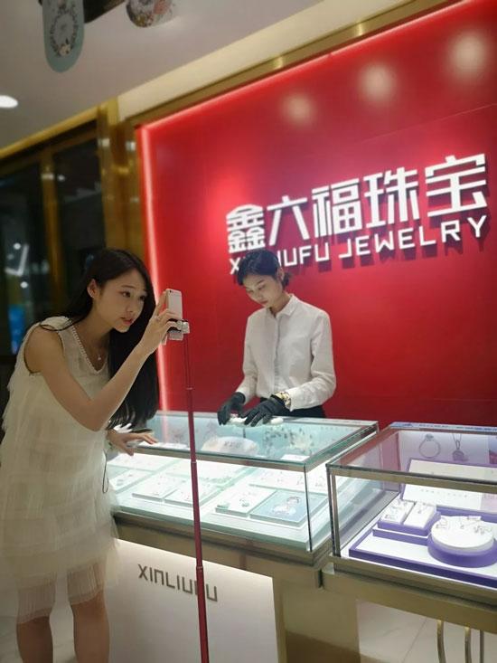 鑫六福珠宝首次联合网红试水直播营销 大玩跨界合作
