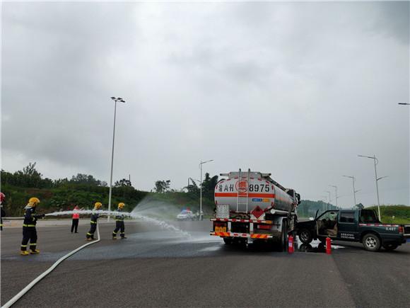 铜梁区开展危化品运输安全暨环境污染事故应急演练