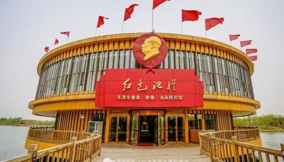 """张掖""""高台红色记忆博物馆""""里收藏着近5万枚毛主席像章"""