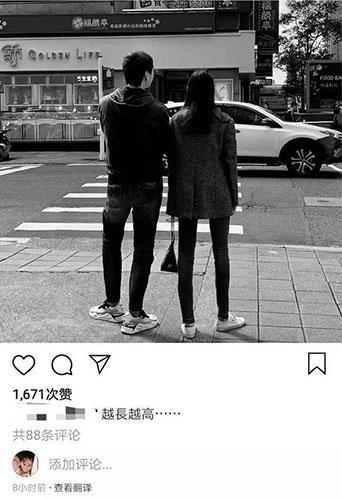 信晒与女儿同框照 19岁苏婕筷子腿修长