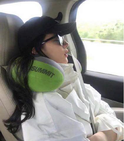 刘亦菲睡觉被偷拍 看上去睡得很是香甜