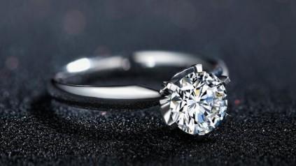 订婚戒指应该买国内的还是国外的?