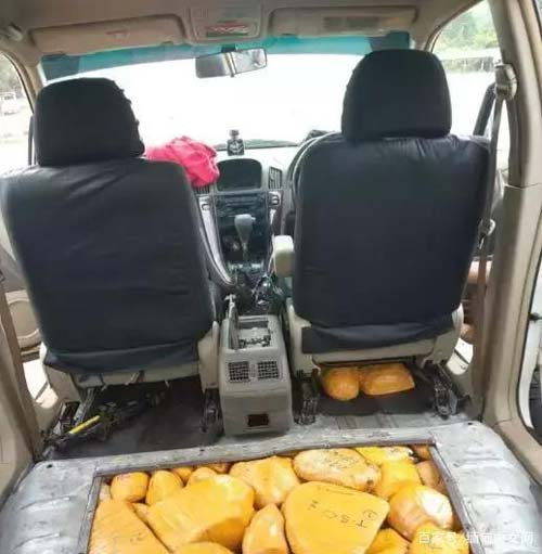 缅甸一男子用私家车暗层藏600多公斤玉石被查获